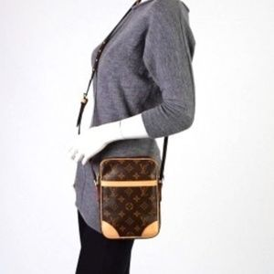 Auth Louis Vuitton Danube Crossbody Bag 393L217